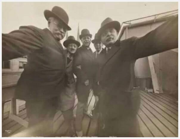 kakek foto unik selfie