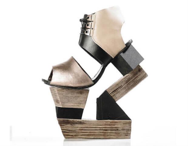 sepatu tinggi tumit wanita